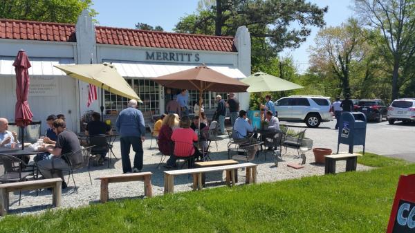 Merritt's outdoor dining
