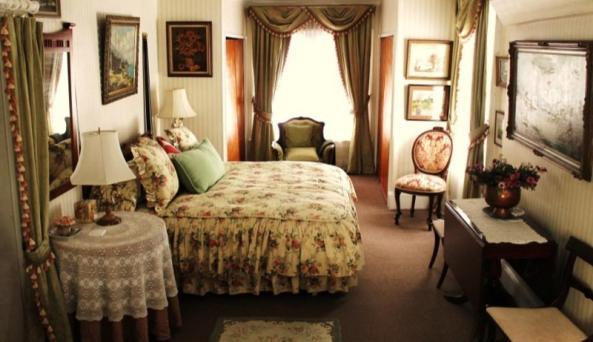 Upper-Floor-Large-Bedroom-1.jpg