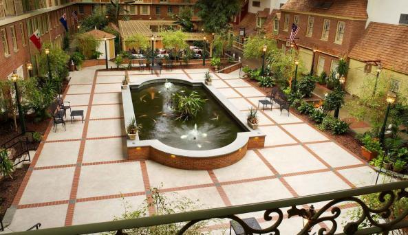 Desmond Hotel & Conference Center - Koi Pond