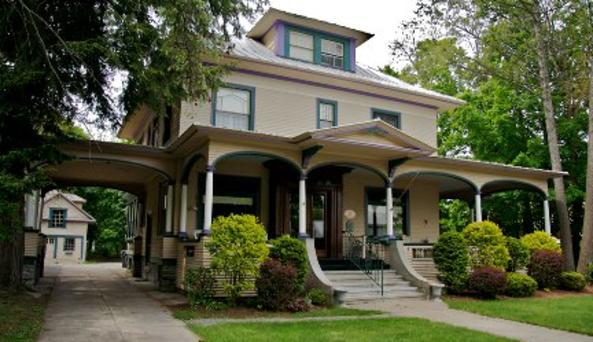 Glens Falls Inn 1