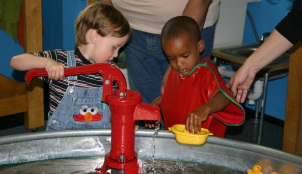 Buffalo Museum of Science - Explorations water table