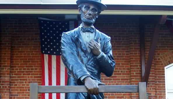 Lincoln Depot Statue- Photo Courtesy of Lincoln Depot