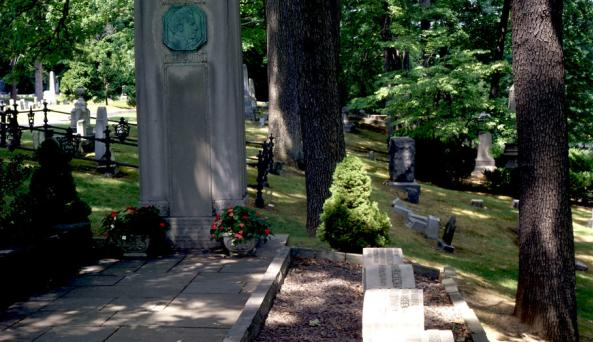 Twain Monument at Woodlawn Cemetery