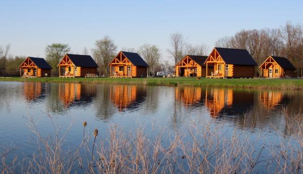 Branches of Niagara Campground log cabins with a view of the lake