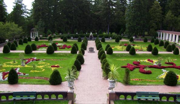 finger-lakes-sonnenberg-canandaigua-view-of-gardens