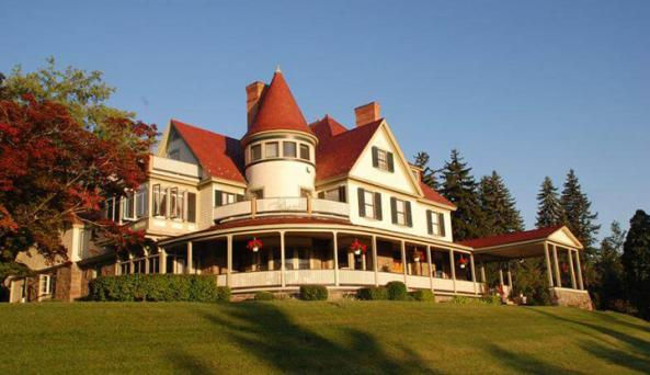 Historic bed and breakfast with sprawling lawns and original woodwork.