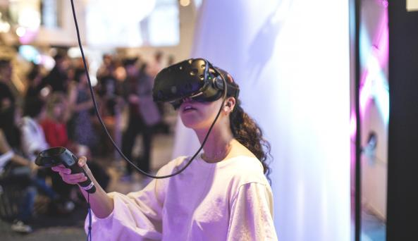 Lois Nieto Dickens for VR World