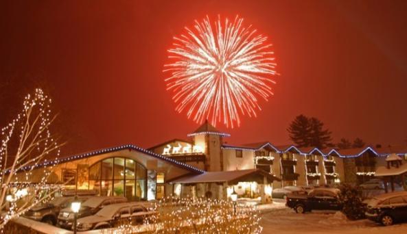 Golden Arrow Fireworks (640 x 416).jpg
