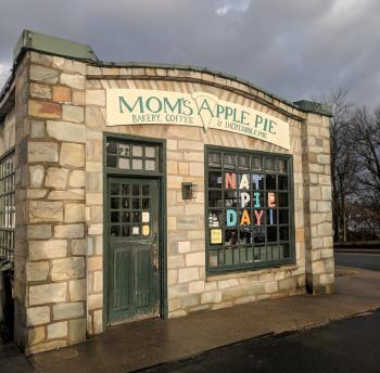 Mom's Apple Pie - Store Front