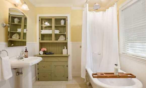 13th Street Retreat Bath