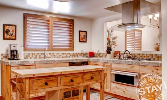 Solitude 2 - Kitchen.jpg_small.jpg