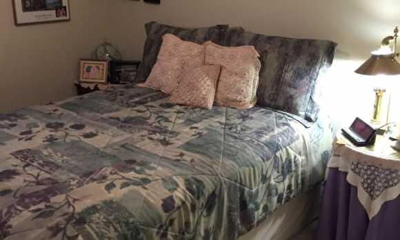 Middle bedroom.jpg