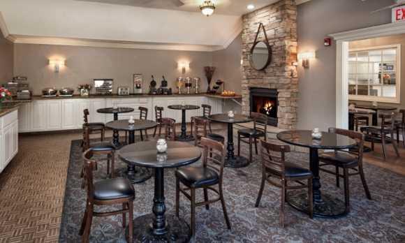pelican-inn-cambria-hotel-breakfast.jpg
