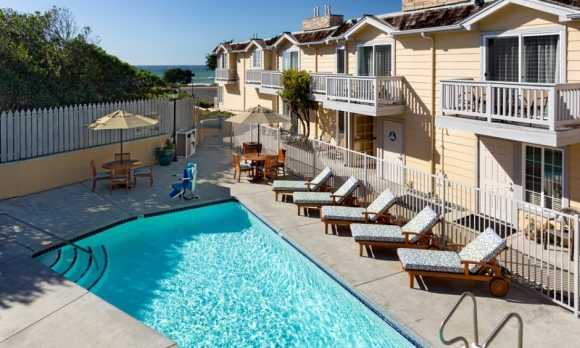 pelican-inn-cambria-hotel-pool.jpg