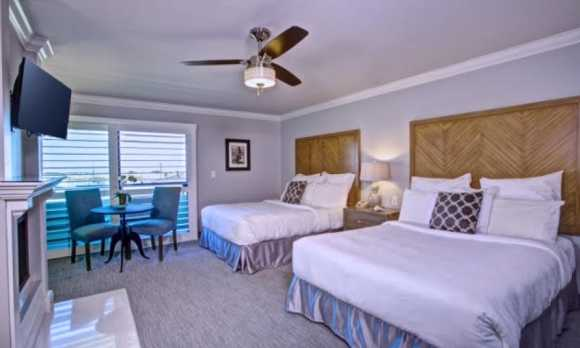Superior 2 Queen Guest Room with Fireplace