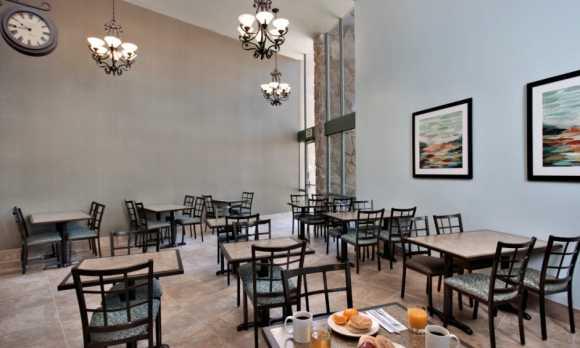 Breakfast Seating Area.jpg