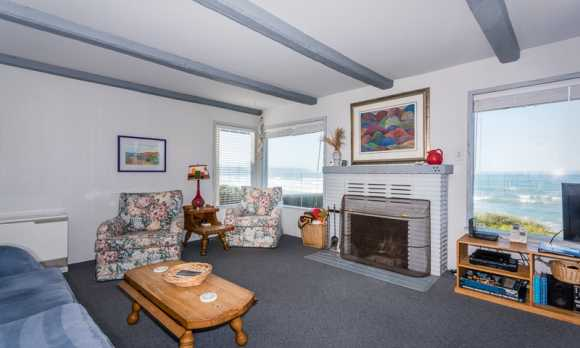 0009_Living Room_2202 Pacific.jpg
