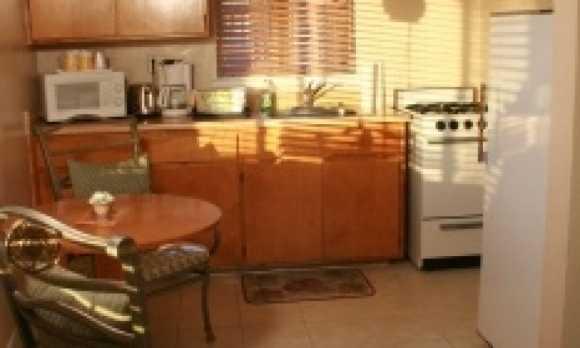 18 kitchen.jpg