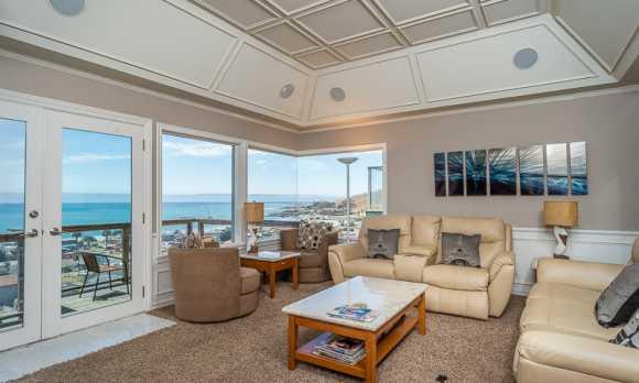 0010_Living Room_56 Bakersfield.jpg
