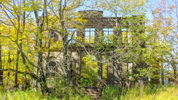 Overlook mountain house in autumn