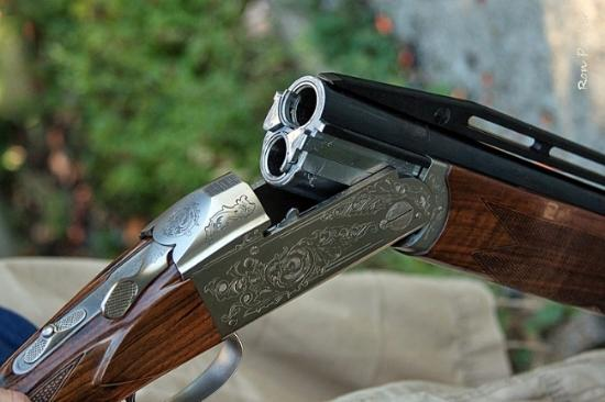 Over/under double-barreled shotgun