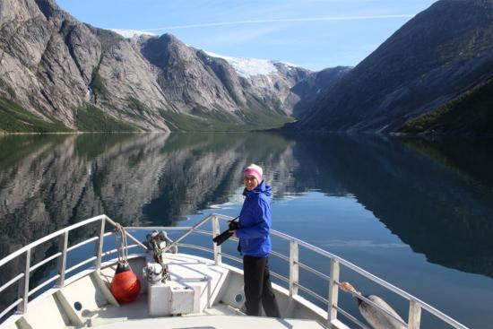 Opplev Nordfjorden fra båt med Polarcamp Hilstad