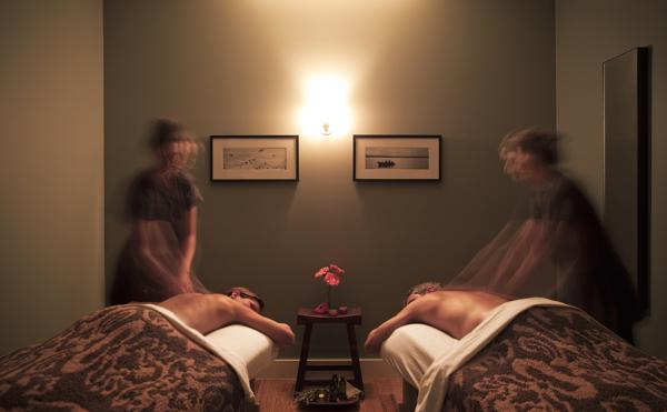 Couples massage at the Travaasa spa