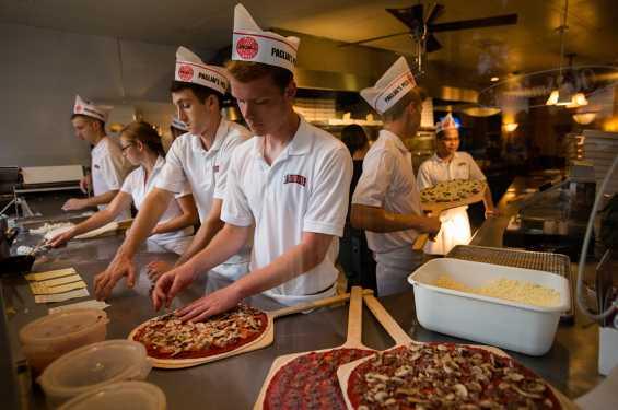 Pagliai's Pizza Making