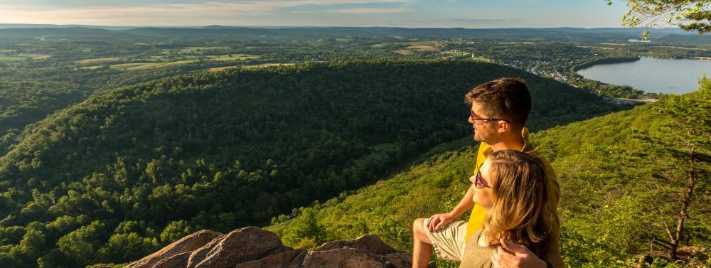 hiking-appalachian-trail-hawk-rock-duncannon