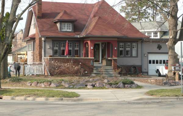 Marquette Bungalows Historic Architecture Walking Tour: What's a jerkinhead?