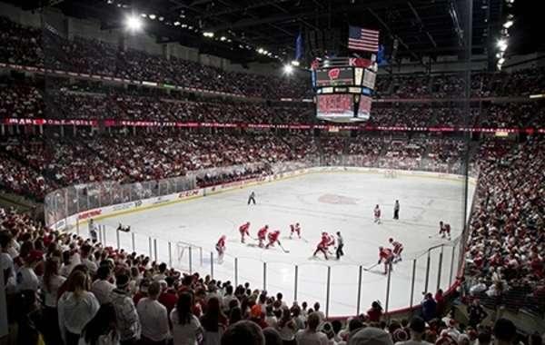 UW Men's Hockey vs. Mercyhurst