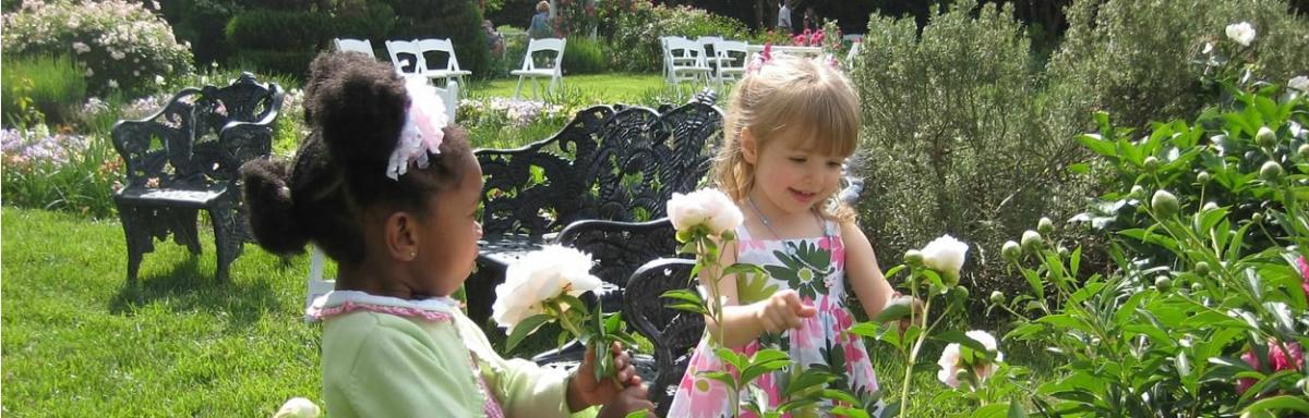 Lewis Ginter Botanical Garden children admiring flowers