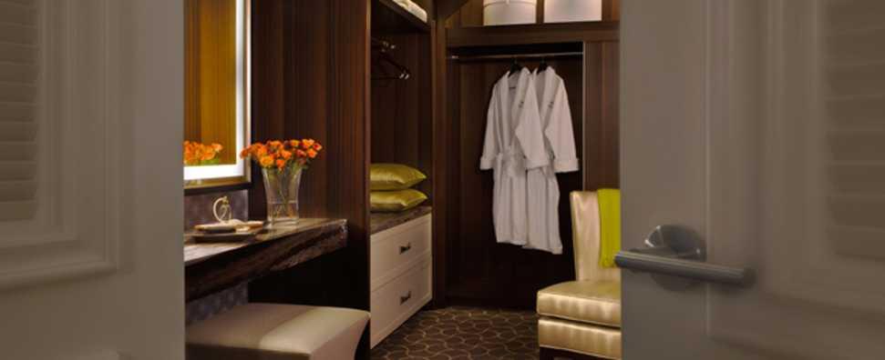 Hilton Chicago, Conrad Hilton Suite, Master Walk In Closet