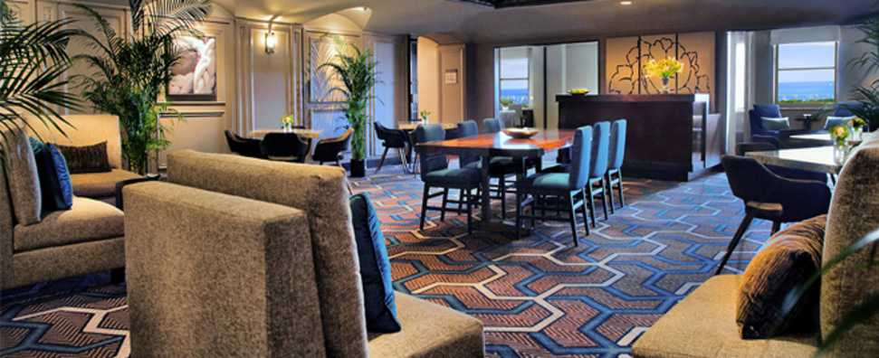 Hilton Chicago, Executive Level Lounge