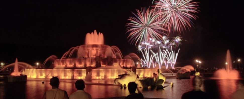 buckingham_fountain_fireworks.jpg
