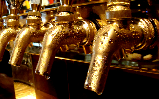 Edison Ale House-Beer faucets