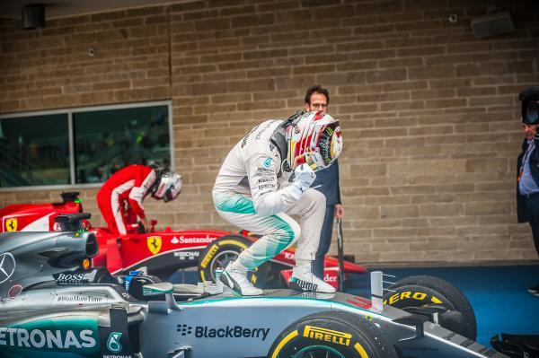 2015 F1 USGP winner on top of car