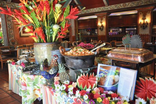 Fonda San Miguel buffet