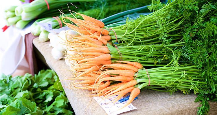 overland park farmers market carrots and produce