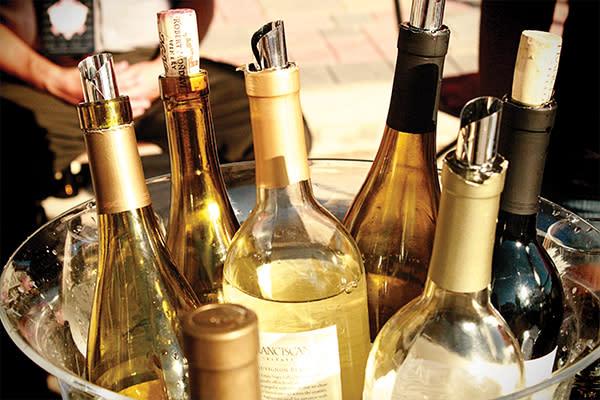 Rouge et Blanc white wine bottles