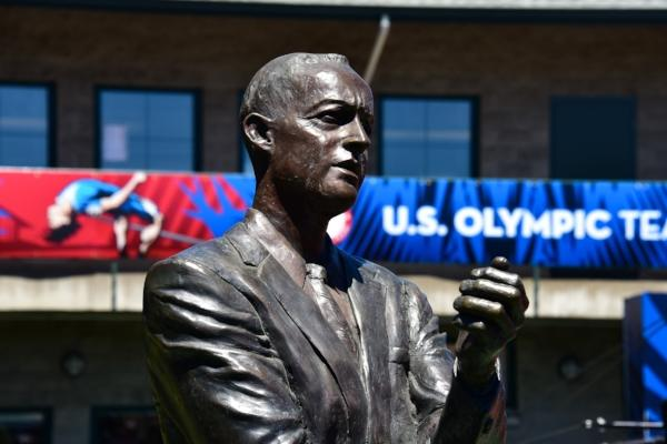 Statue of Coach Bill Bowerman by Dave Thomas