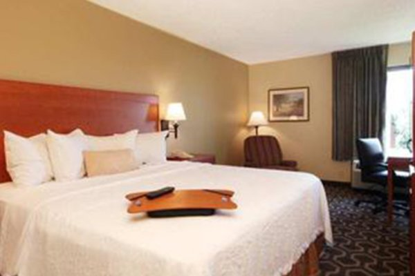 Hampton Inn Tampa International Airport Westhore Hotel.jpg