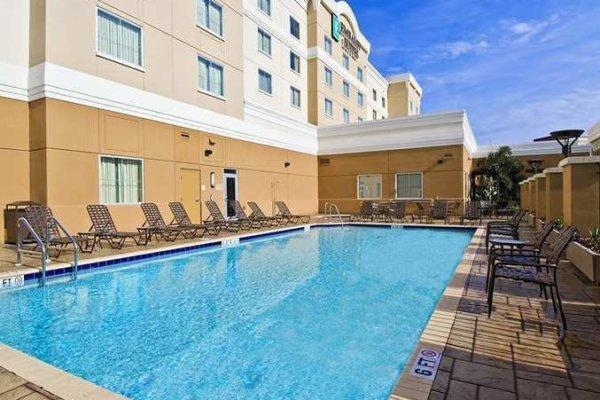 Hotels Tampa Brandon Embassy Suites Pool.jpg