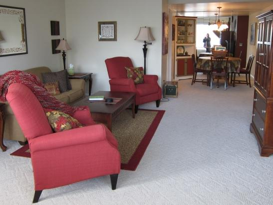 City View Sanctuary: Living Room