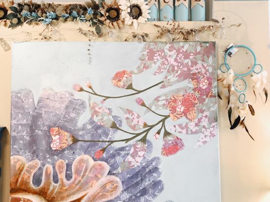 Unique art adorns the walls > credit AB-Photography.us.