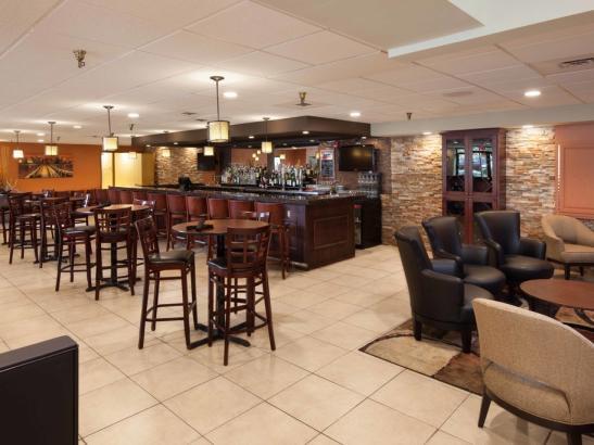 Onsite Restaurant - CB3 Burgers & Brews