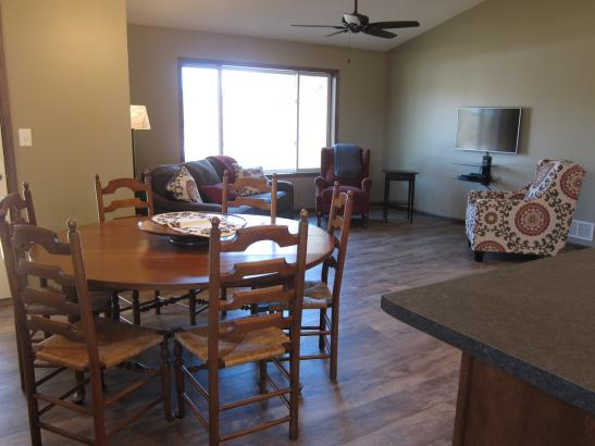 Tara's Place: Open kitchen/dining/living room