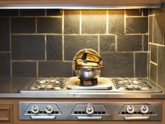 The vintage stove still resides in the kitchen | credit olivejuicestudios.com