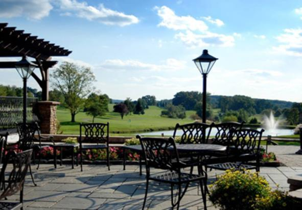 Knickers Pub and Patio at Heritage Hills