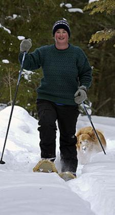 woman-snowshoeing